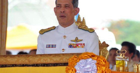 Imaginea articolului Regele Thailandei, împuşcat cu un pistol de jucărie de doi adolescenţi din Germania