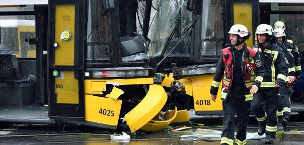 Imaginea articolului FOTO Zeci de răniţi după o coliziune între două tramvaie, în centrul Berlinului