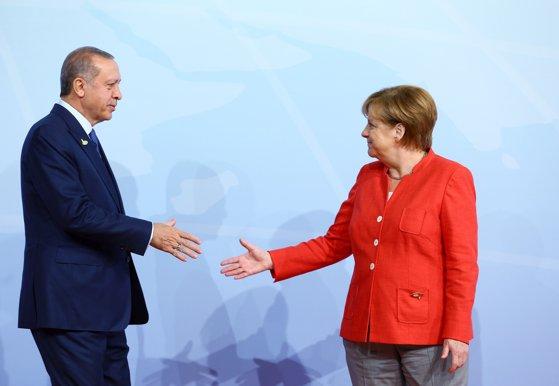 Imaginea articolului Un nou război în Europa: politicienii Germaniei şi-au pierdut răbdarea cu derapajele lui Erdogan şi ameninţăTurcia cu sancţiuni economice