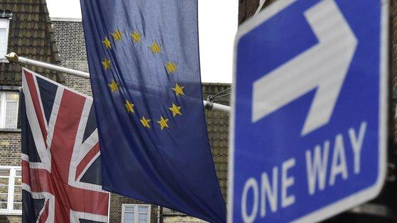 Imaginea articolului Marea Britanie probabil nu va reuşi să obţină un acord comercial cu Uniunea Europeană în doi ani, vrea perioadă tranzitorie
