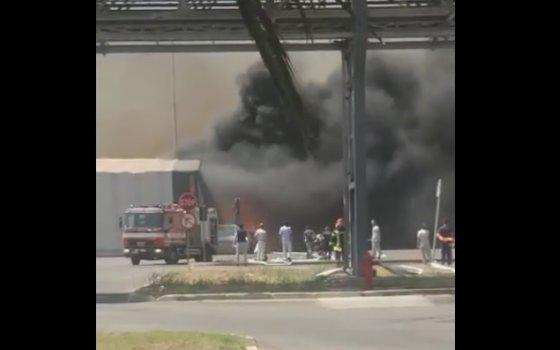 Imaginea articolului FOTO. VIDEO | O filială a uzinei Fiat din centrul Italiei, evacuată din cauza incendiilor de vegetaţie