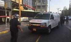 VIDEO | Momentul în care un autobuz a intrat în plin într-o secţie de poliţie din Tel Aviv. Totul a fost SPULBERAT. Oamenii, terifiaţi