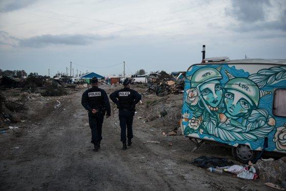 Imaginea articolului Human Rights Watch: Poliţia franceză foloseşte forţa excesivă asupra imigranţilor din Calais. Uneori le contaminează mâncarea sau apa