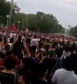 """Imaginea articolului Cel puţin 67 de persoane, reţinute în urma unui protest rar în Beijing. Unii dintre cei arestaţi, eliberaţi după ce au fost """"educaţi în privinţa statului de drept"""""""