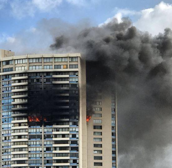 Sute de locuitori ai unor clădiri de apartamente din Londra ar putea fi evacuaţi: există posibilitatea unor scurgeri de gaze care ar duce la prăbuşirea blocurilor