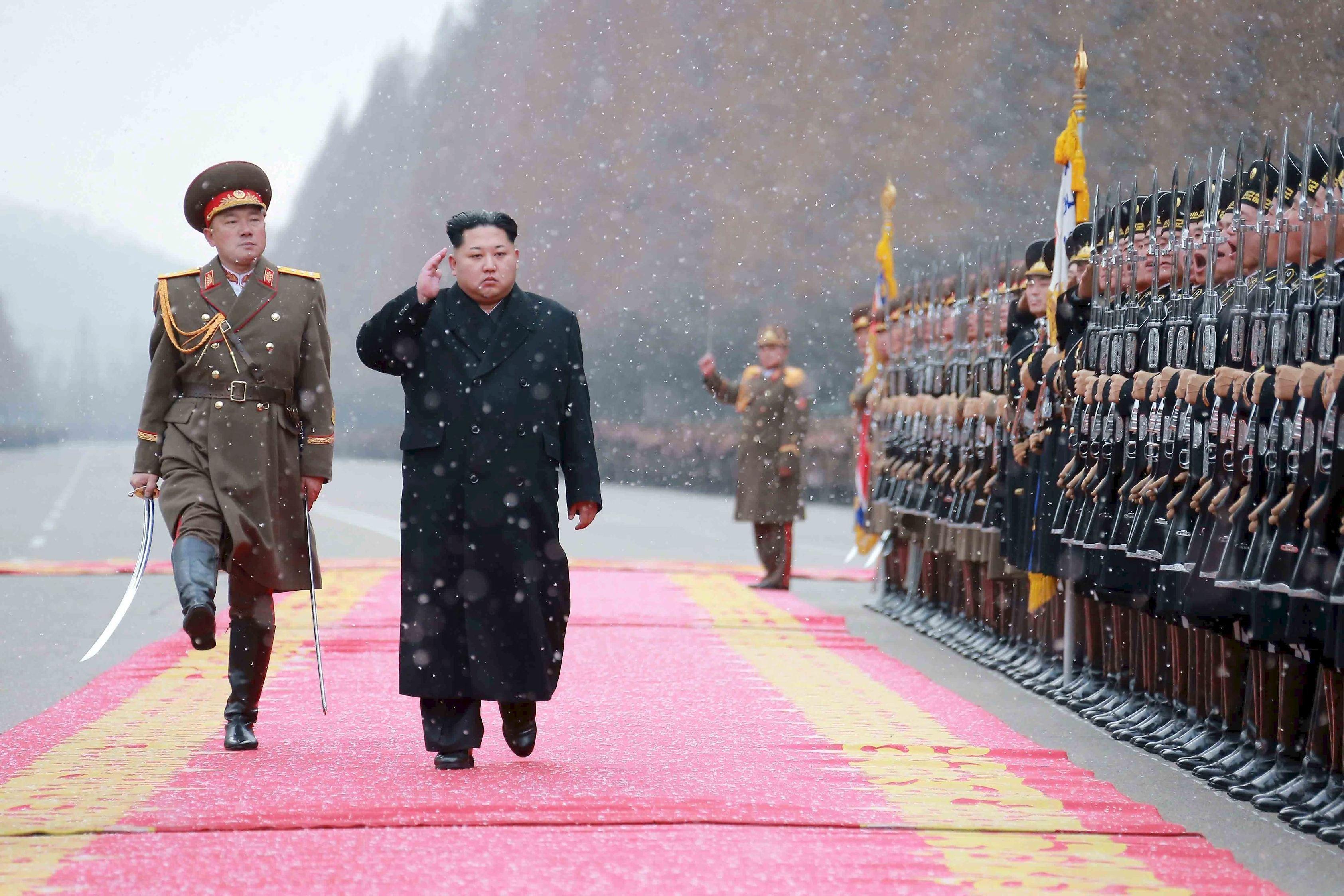 Kim Jong-Un a primit planul de atac împotriva insulei Guam/ `Dacă ar ataca SUA, conflictul va escalada rapid într-un război`