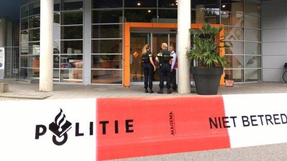 Imaginea articolului FOTO | Luare de ostatici în clădirea unui post de radio din oraşul olandez Hilversum