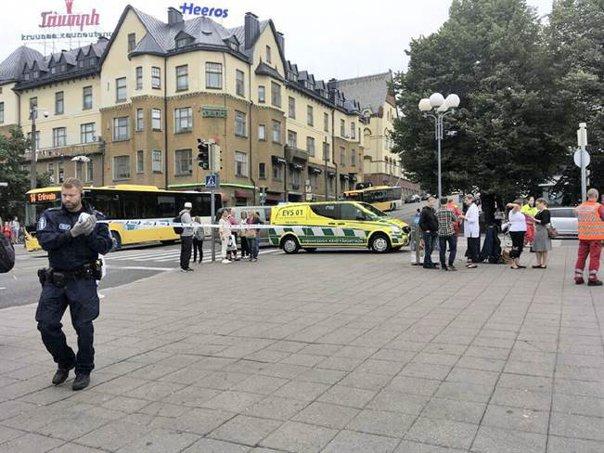 Imaginea articolului FOTO, VIDEO| ATAC în Finlanda: Un individ a fost împuşcat de poliţie, după ce a atacat trecătorii cu un cuţit. Doi persoane au murit şi alte şase au fost rănite
