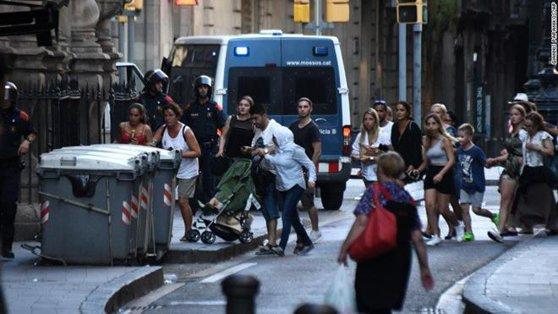 Imaginea articolului Premierul britanic Theresa May anunţă că un copil a fost dat dispărut în urma atentatului de la Barcelona