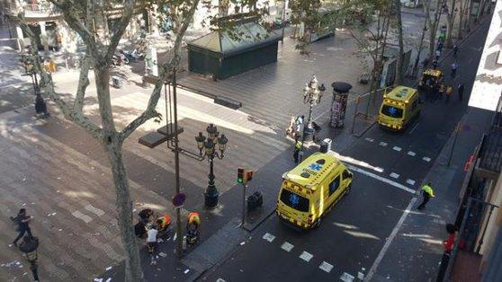 Imaginea articolului ATACUL din Barcelona: Autorul atentatului ar fi fost împuşcat mortal. Poliţia verifică identitatea bărbatului care purta asupra sa centură explozivă