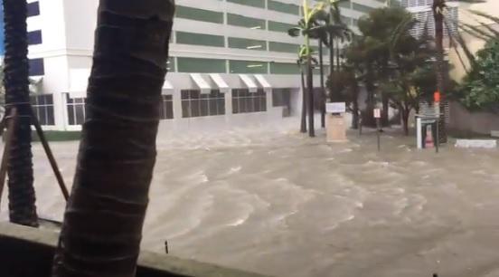 Imaginea articolului LIVE VIDEO | URAGANUL IRMA, cel mai mare din istorie, a făcut prăpăd în Florida: cel puţin 3 oameni au murit/ Statul va avea nevoie de cel mai scump program de ajutor din ISTORIA Statelor Unite