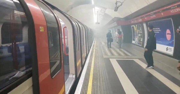 Imaginea articolului DOI suspecţi ce ar avea legătură cu incidentul terorist de la metroul londonez, reţinuţi de Poliţia britanică