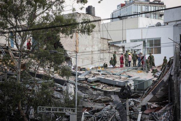 Imaginea articolului Cutremur devastator în Mexic | Bilanţul cutremurului a ajuns la 225 de morţi/ Donald Trump a exprimat solidaritate cu poporul mexican şi l-a sunat pe Enrique Peña Nieto