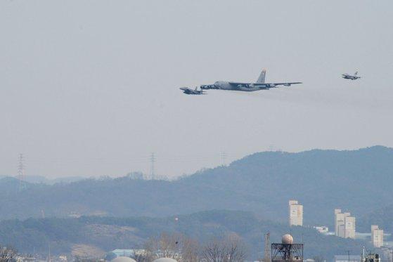 Imaginea articolului Statele Unite ale Americii au trimis bombardiere în apropierea Coreei de Nord, într-o demonstraţie de forţă