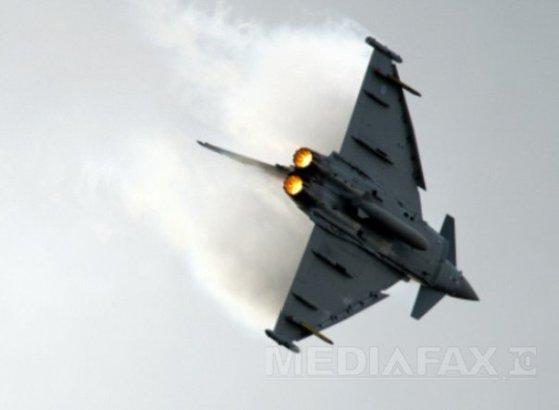 Imaginea articolului TRAGEDIE în Italia: Un avion militar de tip Eurofighter s-a prăbuşit în mare. Pilotul nu a reuşit să se catapulteze şi a murit | VIDEO