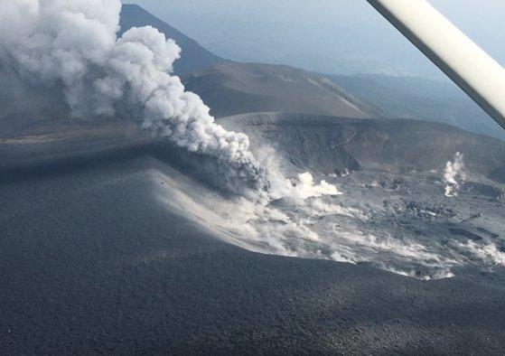 Imaginea articolului ALERTĂ în Japonia | Erupţia vulcanului Shinmoedake a împrăştiat cenuşă în patru oraşe. FOTO, VIDEO