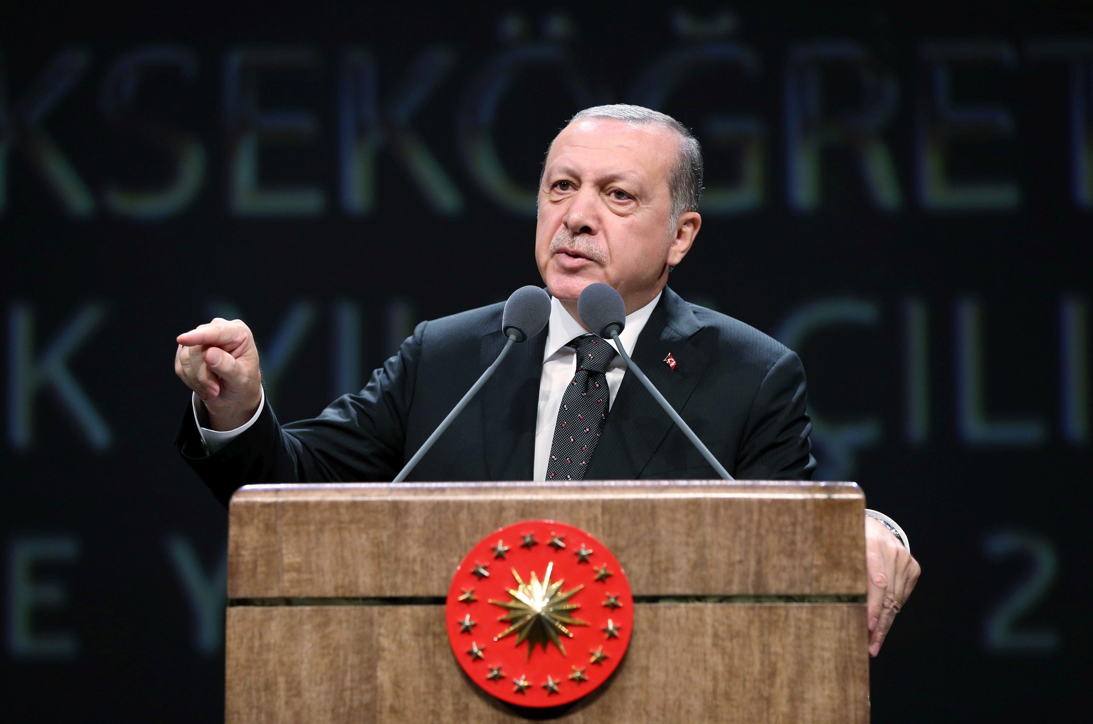 Recep Tayyip Erdogan lansează critici fără precedent la adresa Statele Unite, pe fondul tensiunilor diplomatice dintre Washington şi Ankara