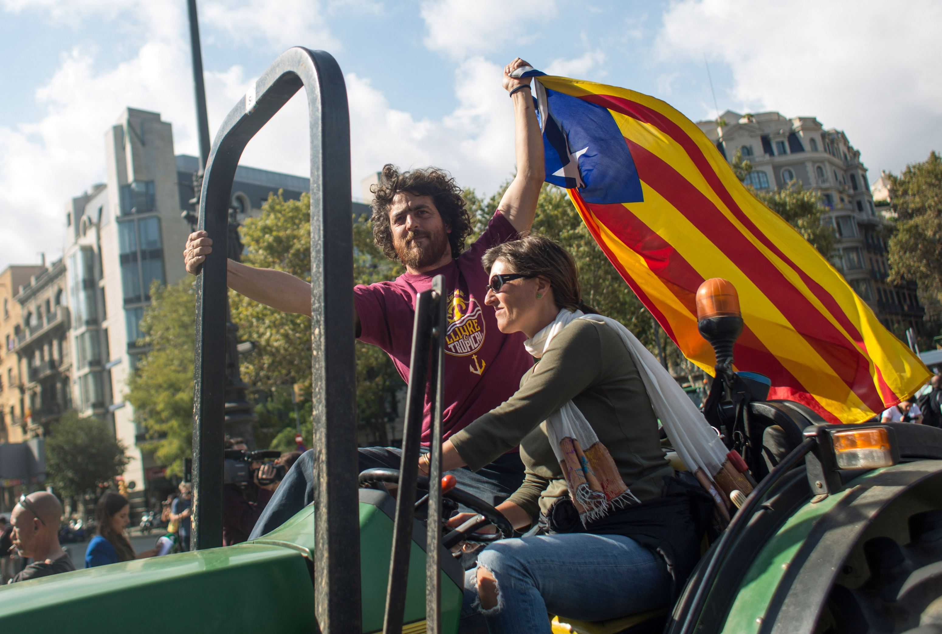 Premierul regiunii Catalonia face apel la CALM înaintea expirării ultimatumului adresat de Spania. Guvernul spaniol va prelua controlul asupra regiunii în cazul unui răspuns ambiguu