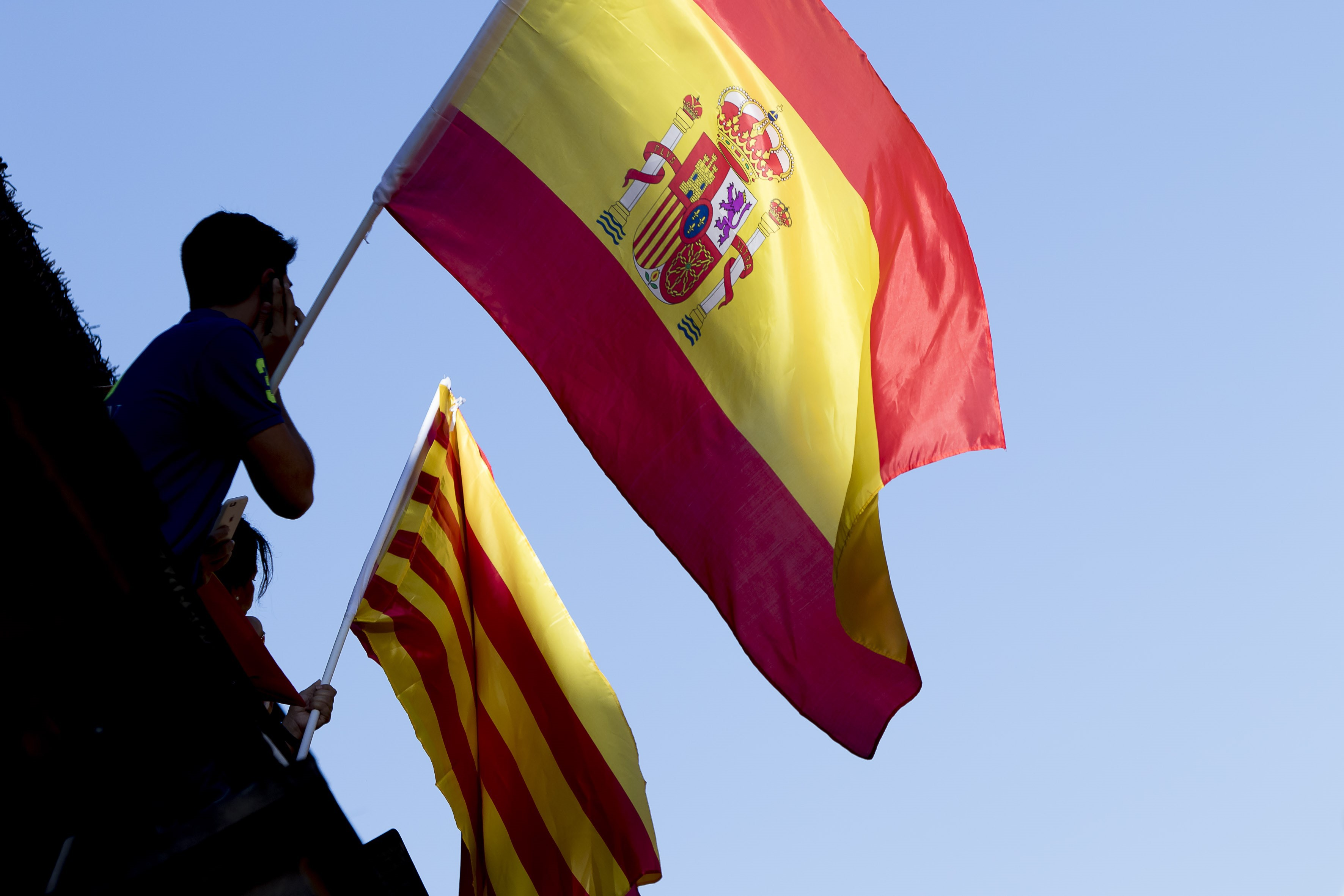 Curtea Supremă din Madrid a dispus arestarea a doi lideri separatişti catalani