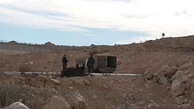 Israelul a atacat poziţii din Egipt după un atac cu rachete revendicat de reţeaua Stat Islamic