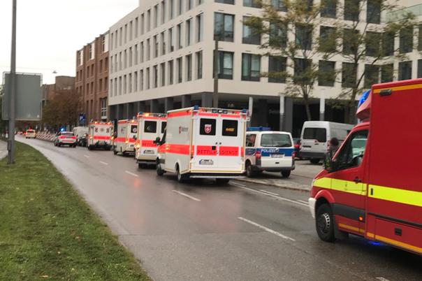 Imaginea articolului ATAC la München   Opt persoane au fost rănite, după ce un individ a atacat trecători cu un cuţit. Agresorul, prins după o amplă operaţiune   FOTO, VIDEO