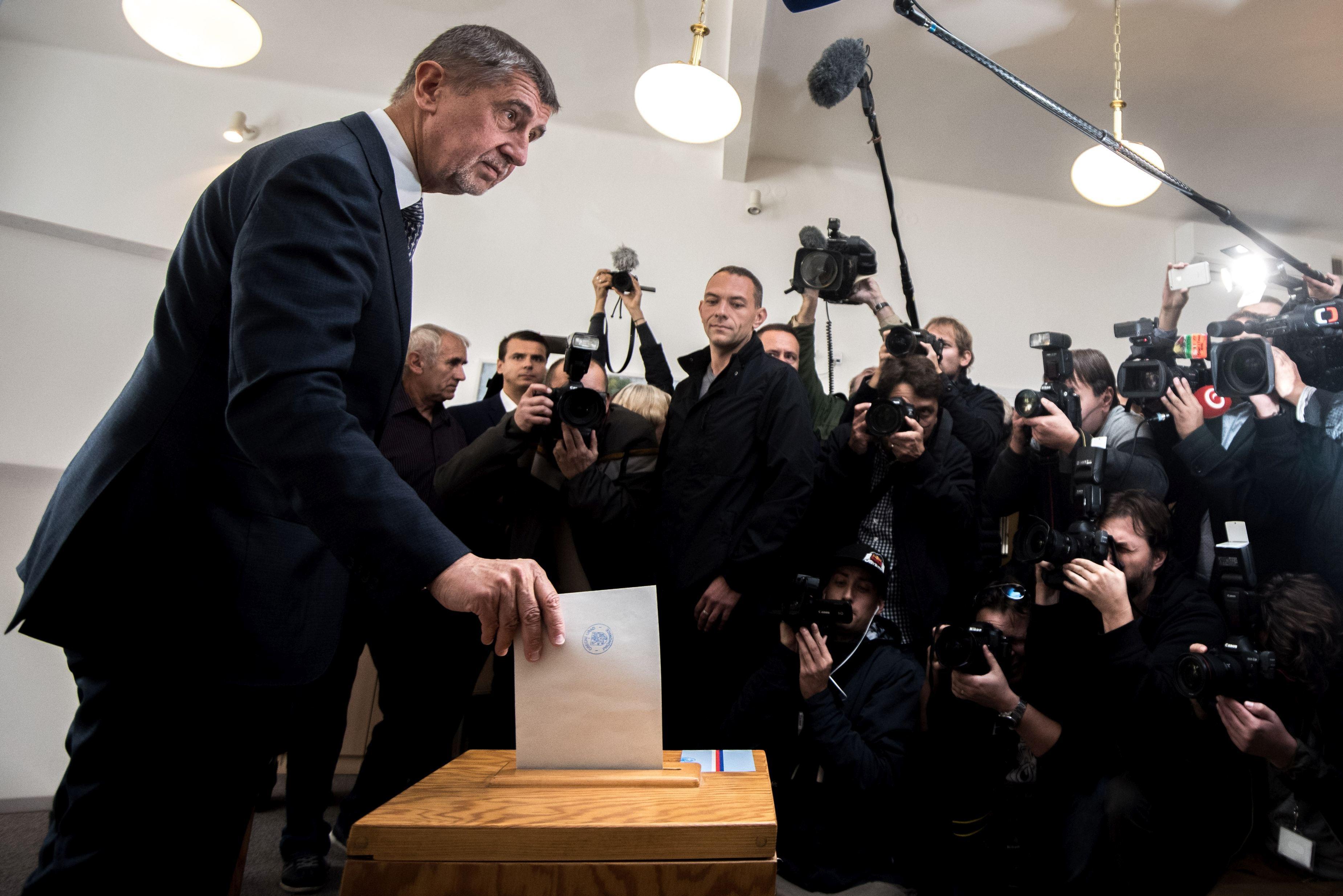 Partidul miliardarului Andrej Babis, cunoscut şi ca `Trump al Cehiei`, a câştigat detaşat alegerile parlamentare din Republica Cehă - rezultate parţiale