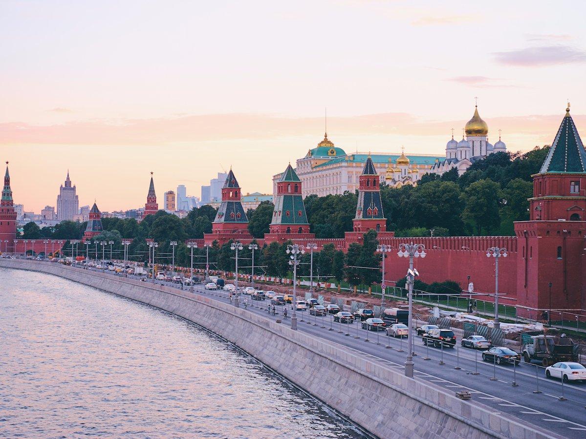 Atacul asupra jurnalistei ruse din Moscova nu poate să aibă o tentă politică, avertizează Kremlinul