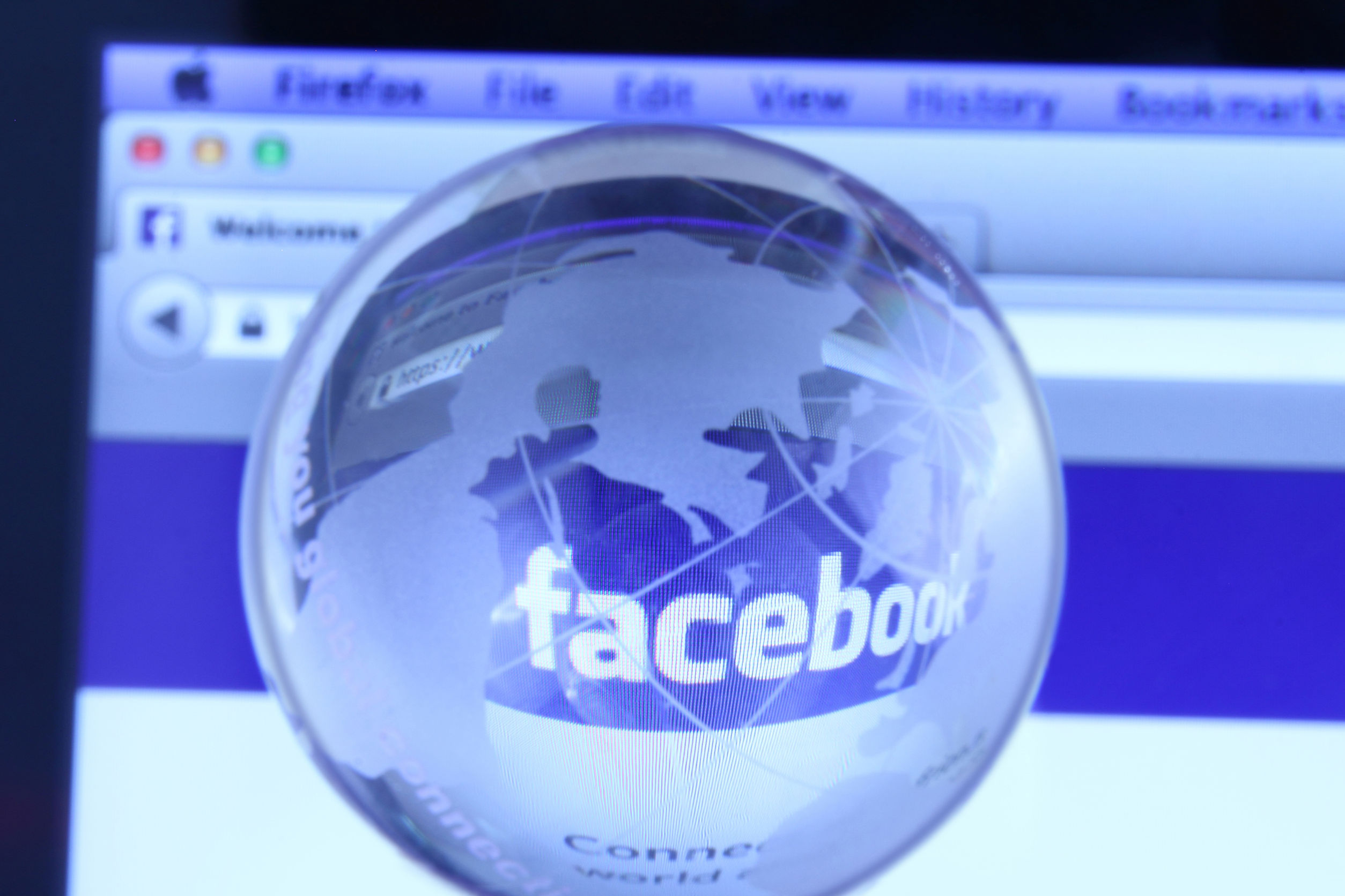 Arestat din cauza unui mesaj tradus greşit de sistemul automat al Facebook. Ce a scris bărbatul şi ce s-a înţeles