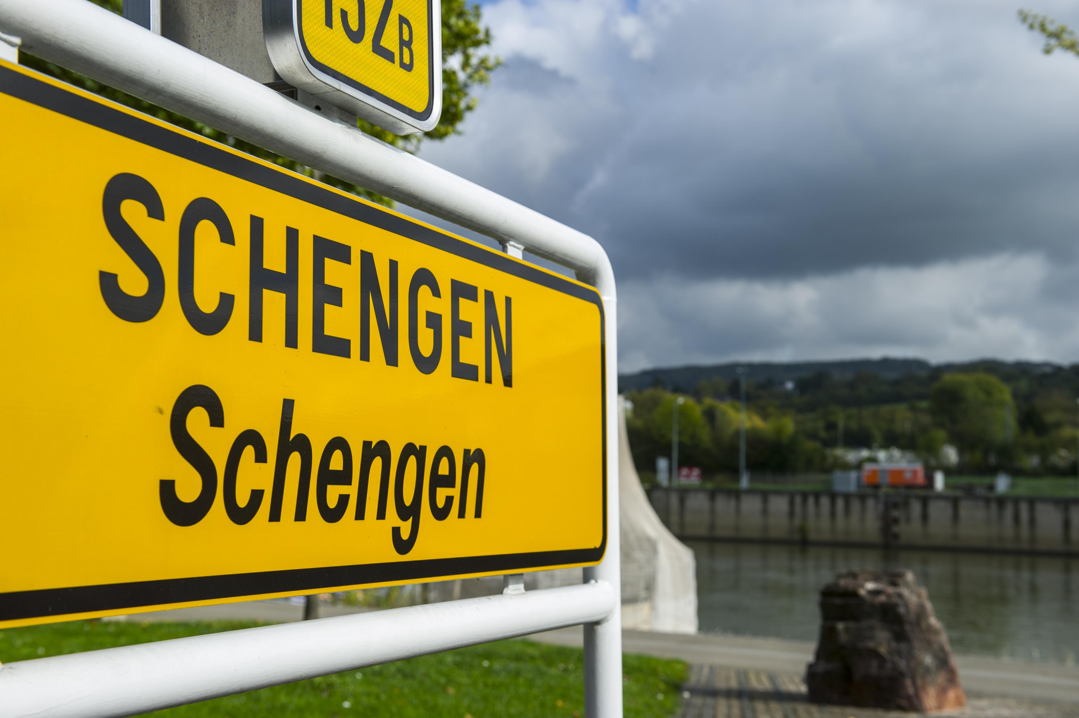 UE consolidează verificările de securitate la graniţele externe ale zonei Schengen