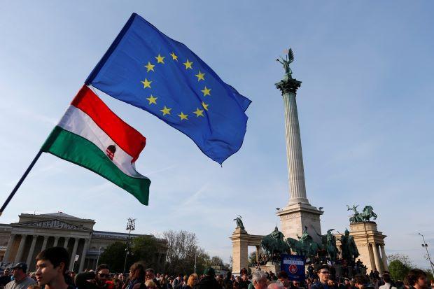 Fidesz: UE vrea să implice organizaţiile lui Soros în redistribuirea imigranţilor