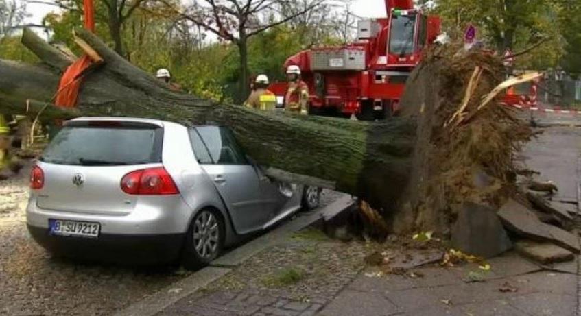 Cel puţin şase morţi, în urma unor furtuni puternice şi inundaţii, ce au afectat Europa