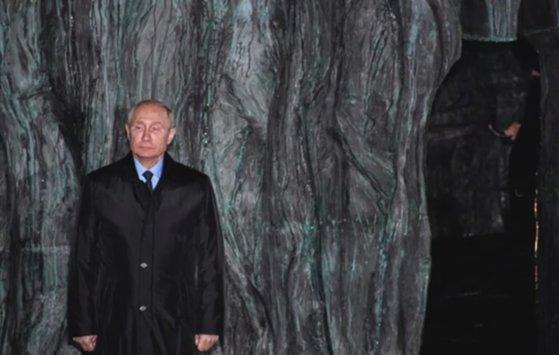 Imaginea articolului Cum arată monumentul pentru victimele represiunii politice, dezvăluit la Moscova în prezenţa preşedintelui Putin - FOTO