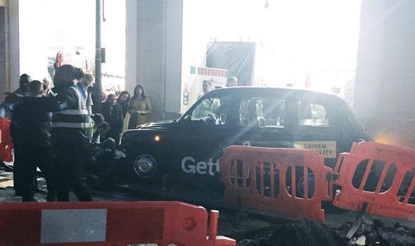 Alertă în Marea Britanie | Un vehicul a lovit mai mulţi pietoni, în centrul Londrei/ Cel puţin patru persoane au fost rănite, una fiind în stare gravă - FOTO, VIDEO