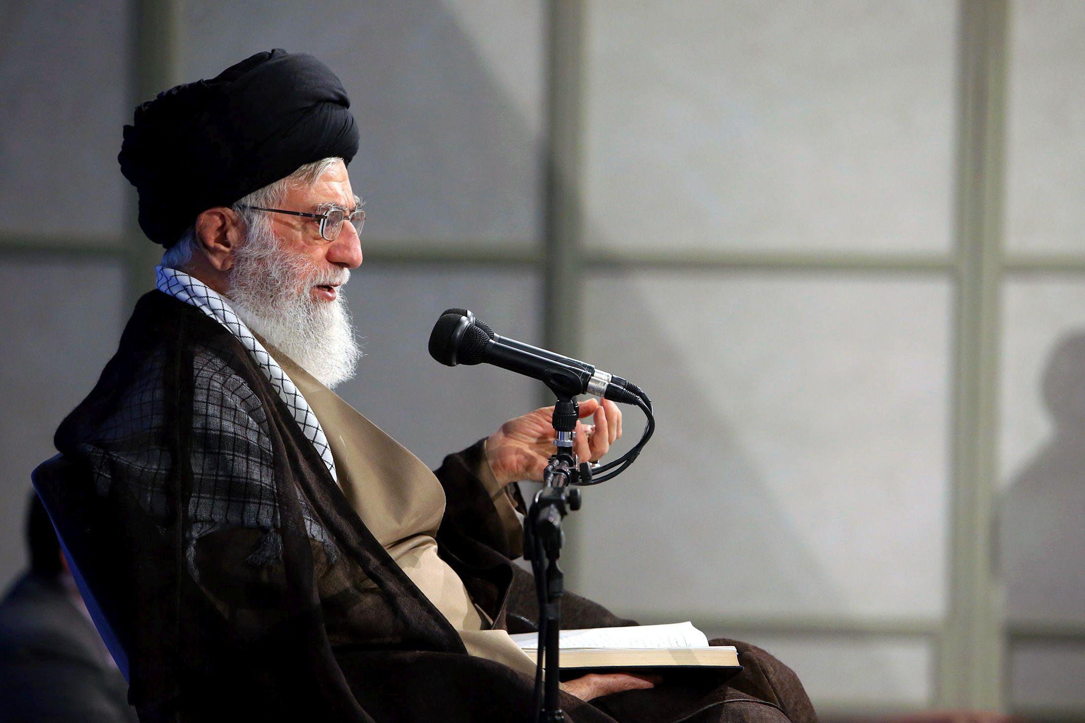 Ali Khamenei, liderul suprem al Iranului: Iranul şi Rusia trebuie să coopereze pentru a izola Statele Unite