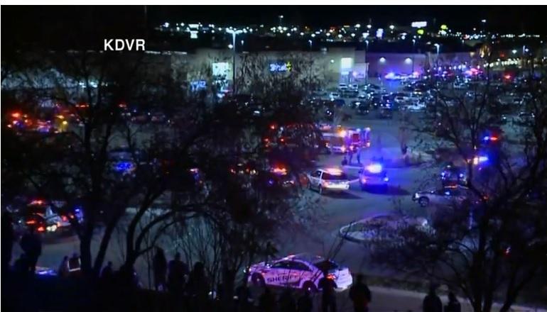 ATAC ARMAT într-un centru comercial din Colorado: Cel puţin trei persoane au murit / Suspecţii se află în libertate