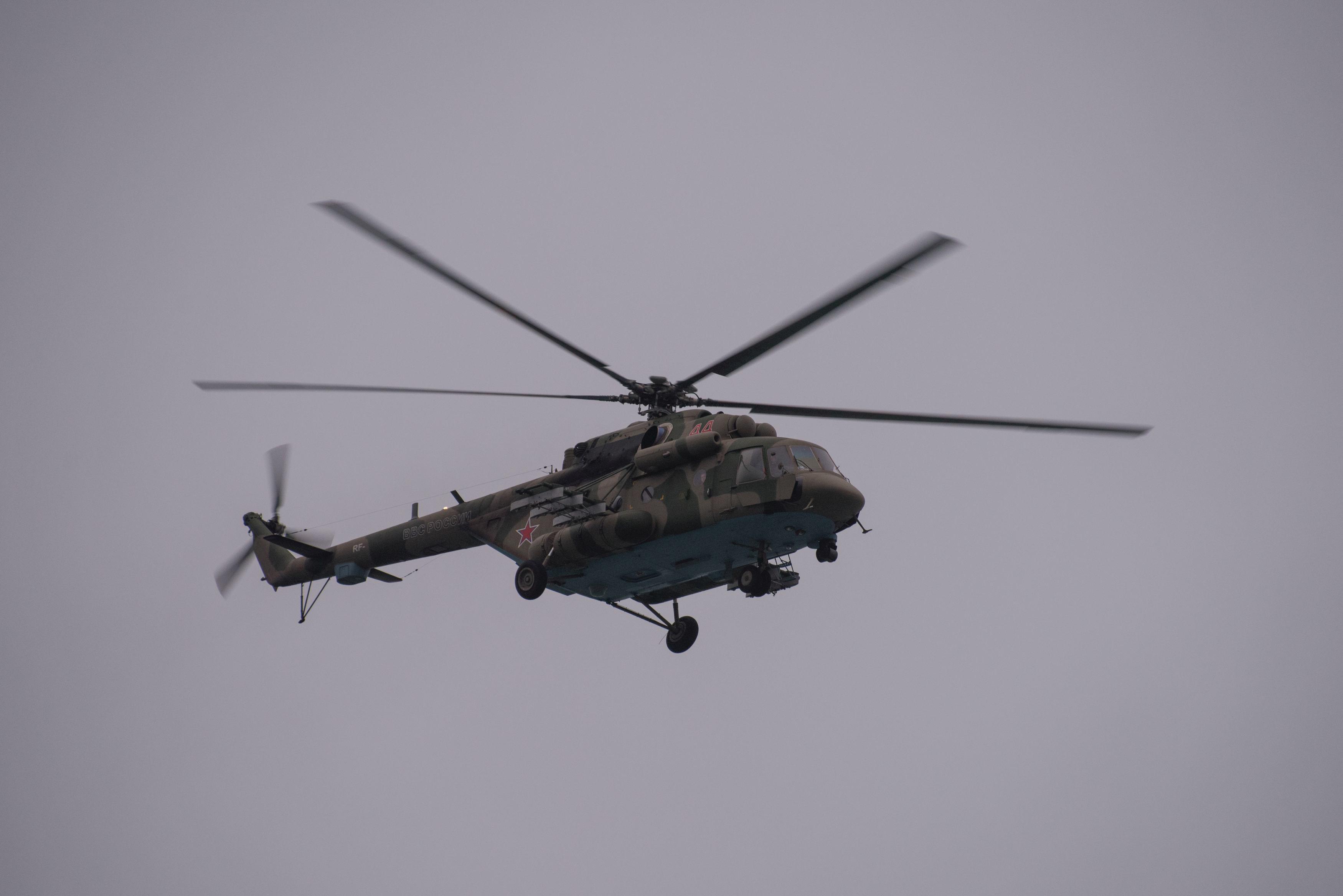 Opt persoane, printre care şi un prinţ saudit, au murit după ce elicopterul în care se aflau s-a prăbuşit