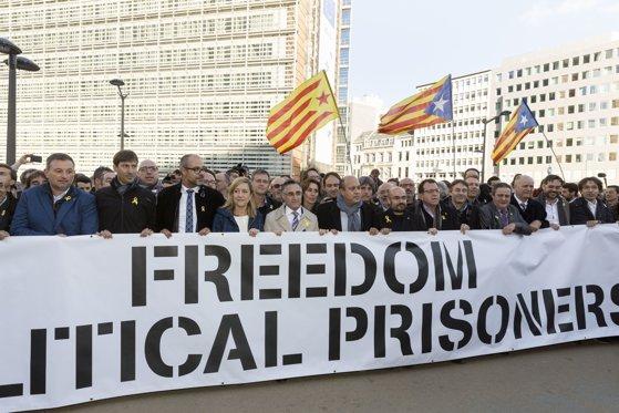 Imaginea articolului Şase membri ai Parlamentului catalan, care riscă zeci de ani de închisoare, depun mărturie la Curtea Supremă din Madrid