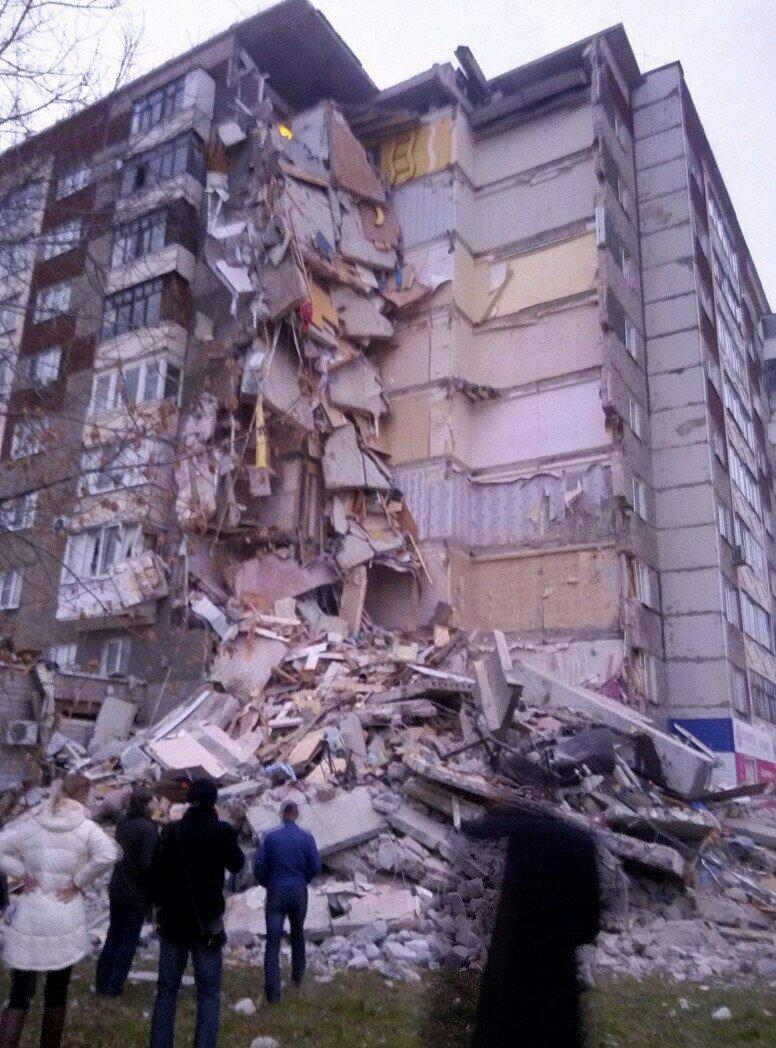 Cel puţin doi morţi în urma prăbuşirii parţiale a unui imobil rezidenţial, în Rusia - VIDEO