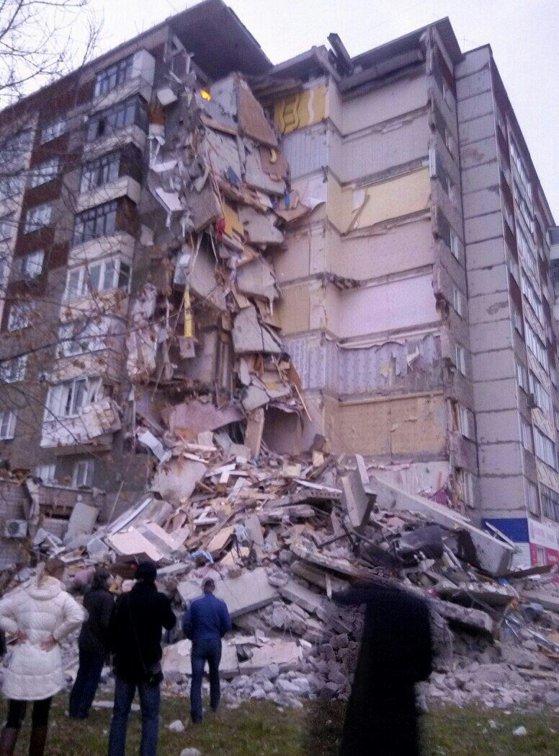 Imaginea articolului EXPLOZIE într-un bloc din Rusia: Cel puţin trei morţi în urma prăbuşirii parţiale a imobilului rezidenţial.  MOMENTUL, surprins de camerele de luat vederi   VIDEO