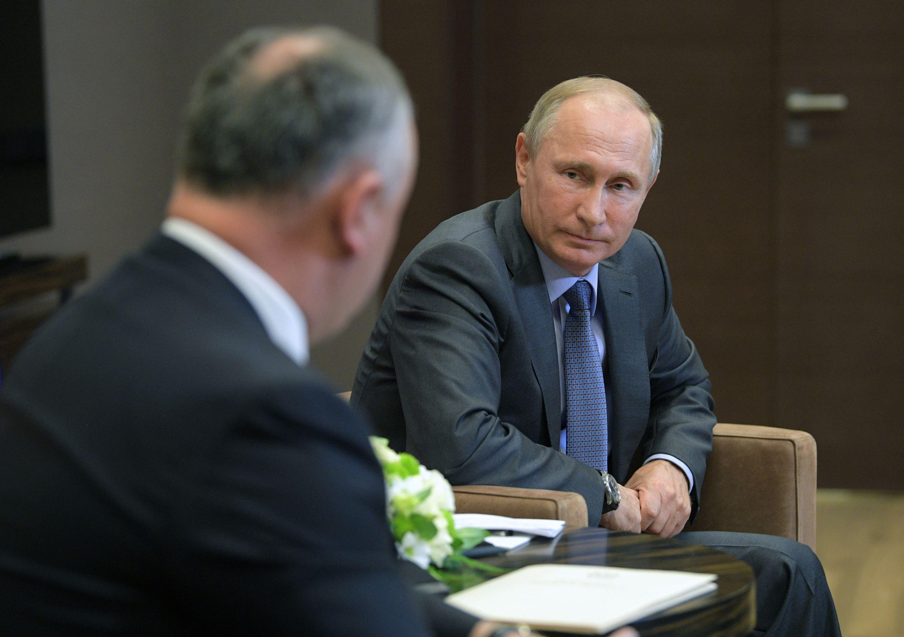 Putin: Acuzaţiile privind legăturile lui Manafort cu Rusia sunt inventate de oponenţii lui Trump