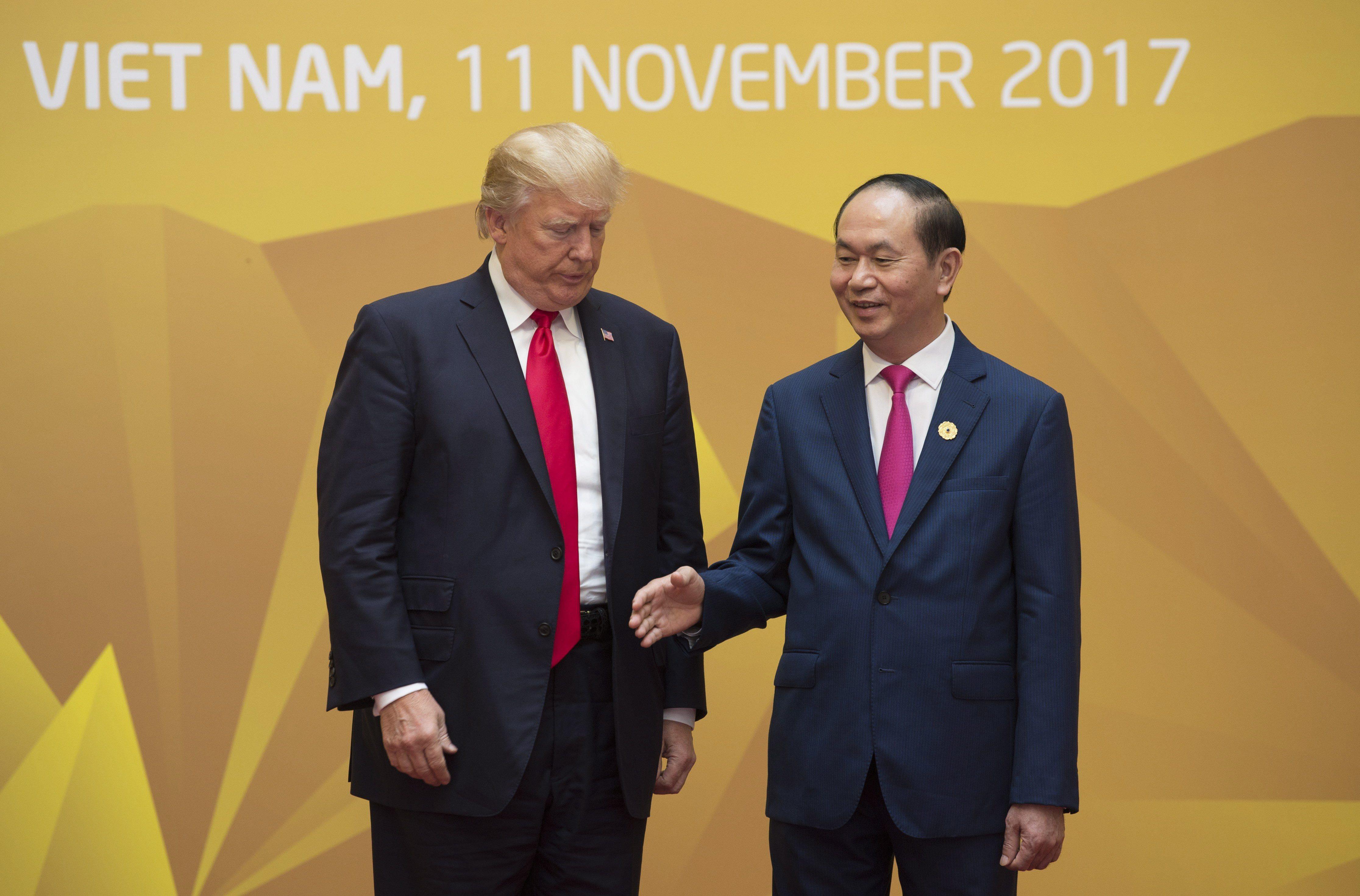După contactul considerat reuşit, Kremlin-ul acuză: SUA sunt de vină pentru lipsa unei întâlniri bilaterale în Vietnam între Trump şi Putin/ Liderul rus nu poate înţelege acuzaţiile nefondate privind presupusele ingerinţe ruse în SUA