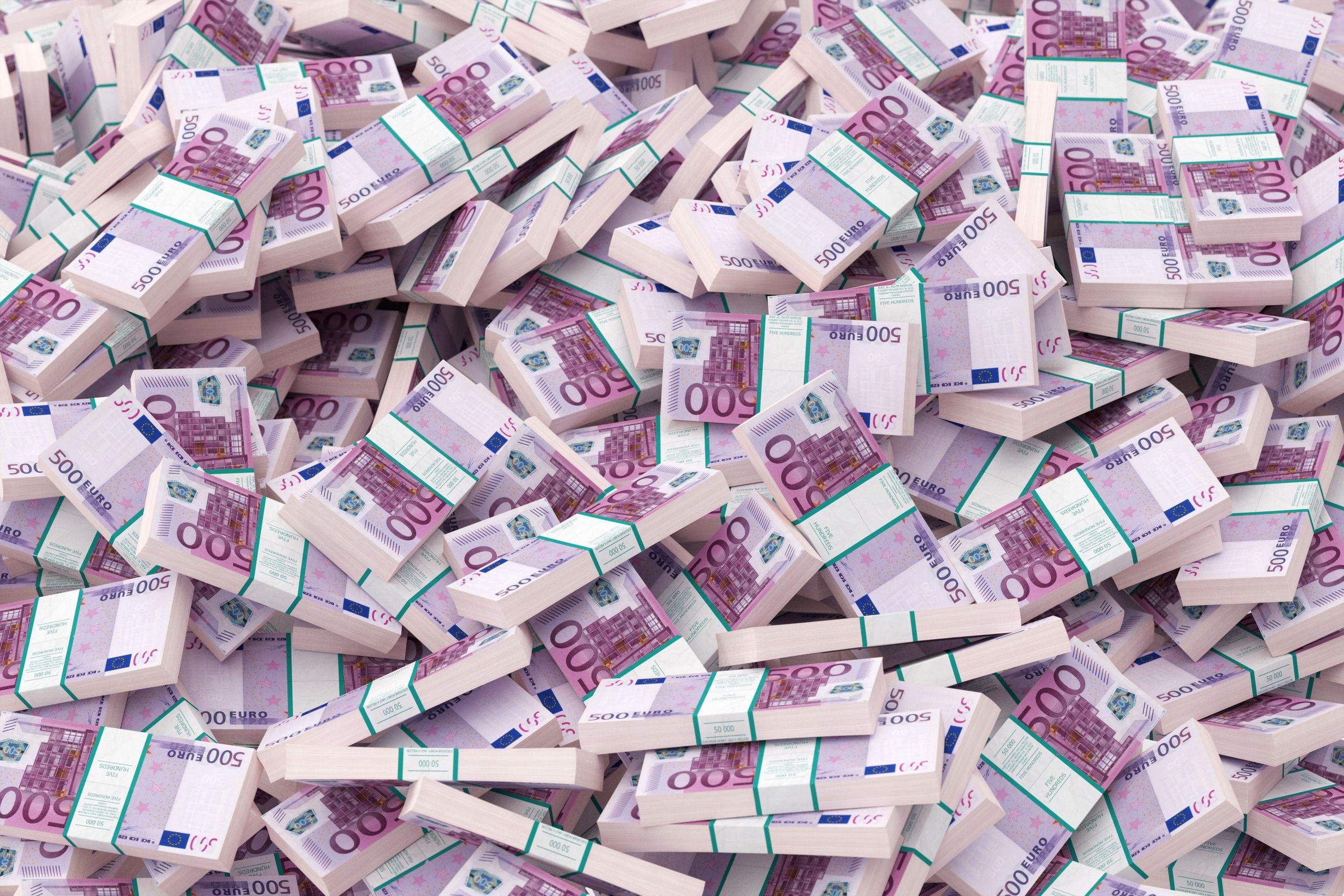 Captură impresionantă în Italia | Bancnote false valorând 28 de milioane de euro, produse inclusiv în România, confiscate de autorităţi