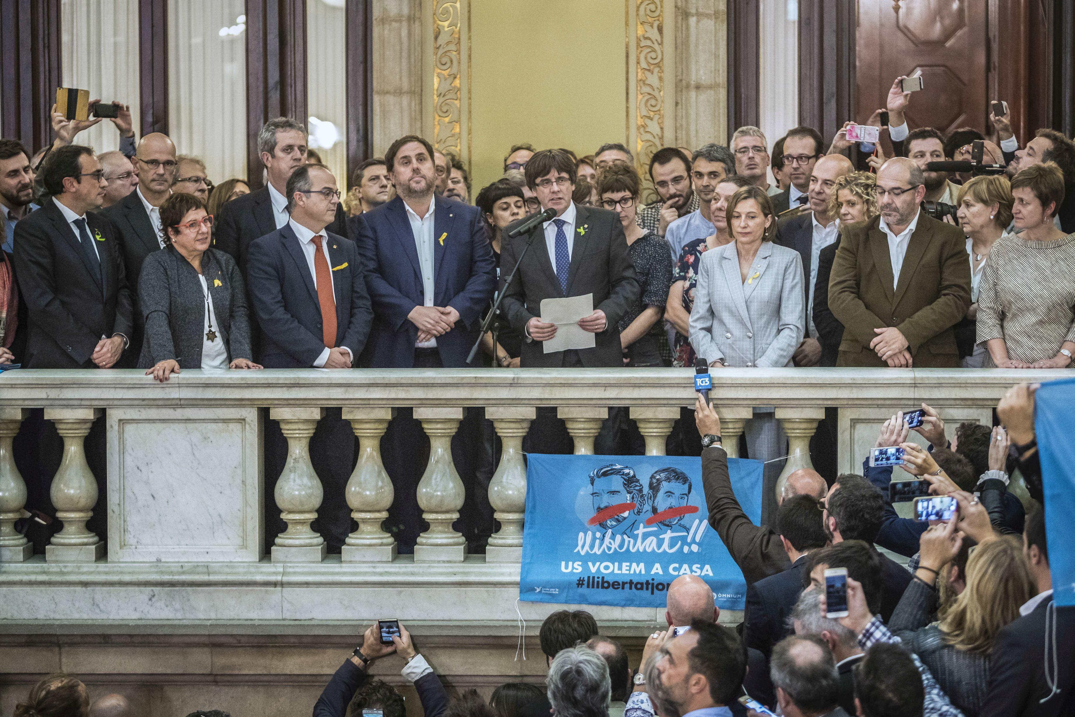 Liderii catalani Carles Puigdemont şi Oriol Junqueras au fost incluşi pe listele electorale