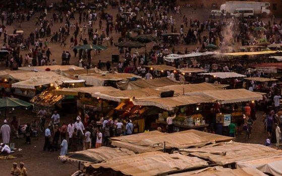 Imaginea articolului Cel puţin 15 persoane au murit în urma unei busculade într-o piaţă din Maroc, în timpul distribuirii de ajutoare alimentare