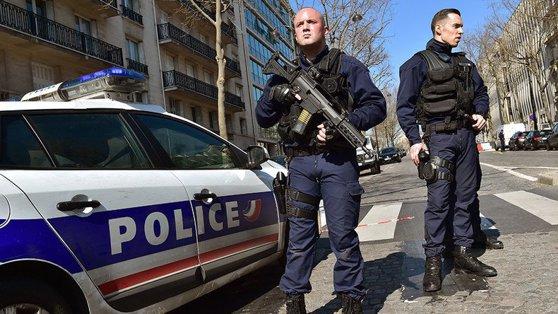 Imaginea articolului Un poliţist francez a împuşcat mortal trei persoane, după care s-a sinucis