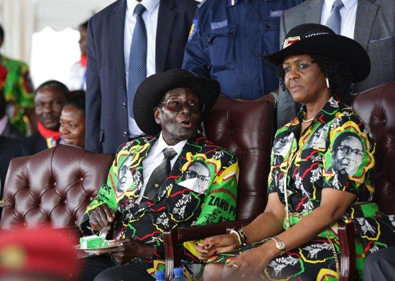 Imaginea articolului Robert Mugabe sfidează cererile de a demisiona din funcţia de preşedinte al Zimbabwe şi afirmă că va prezida congresul partidului de guvernământ