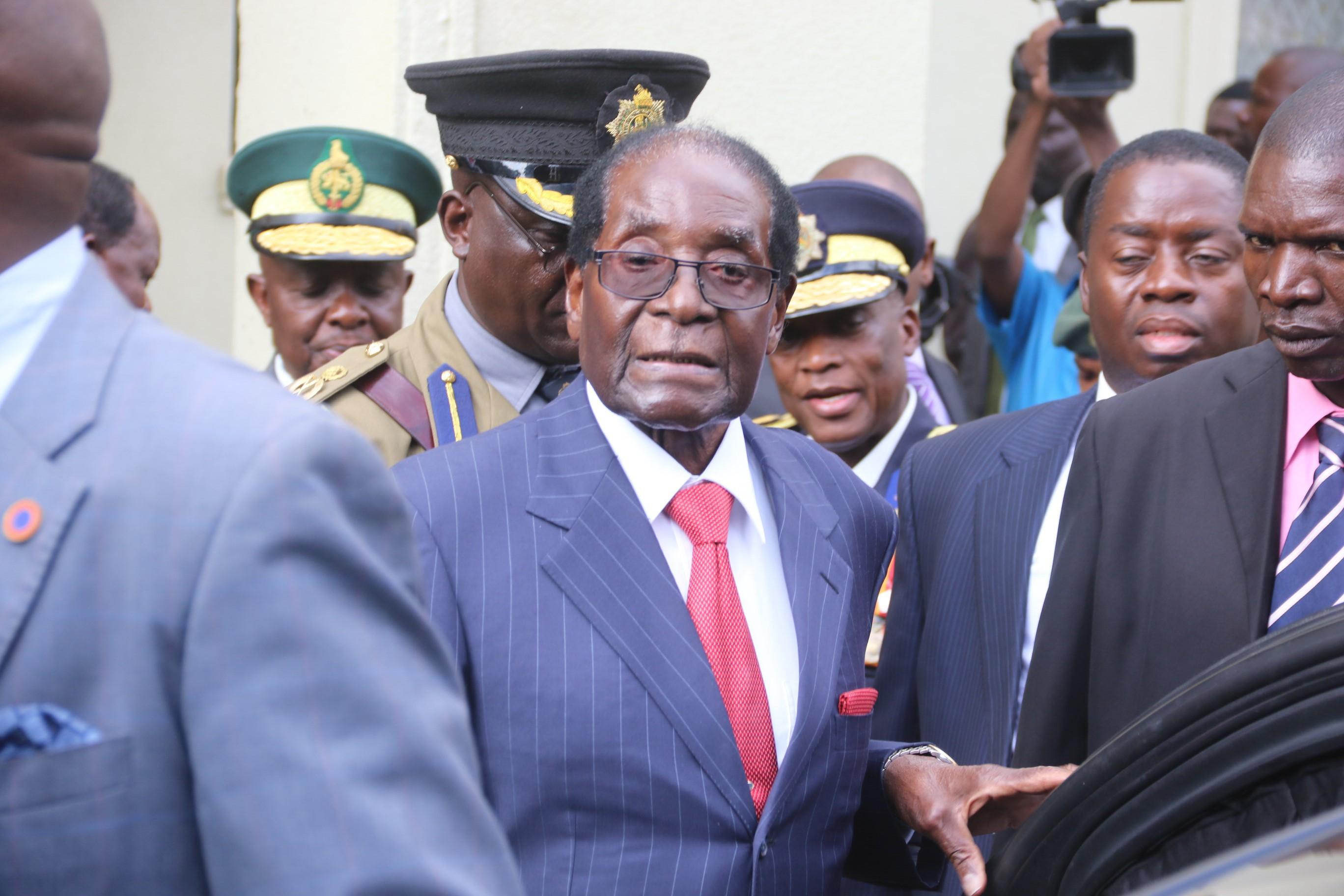 Preşedintele statului Zimbabwe, Robert Mugabe, şi-a anunţat demisia după lovitura de stat