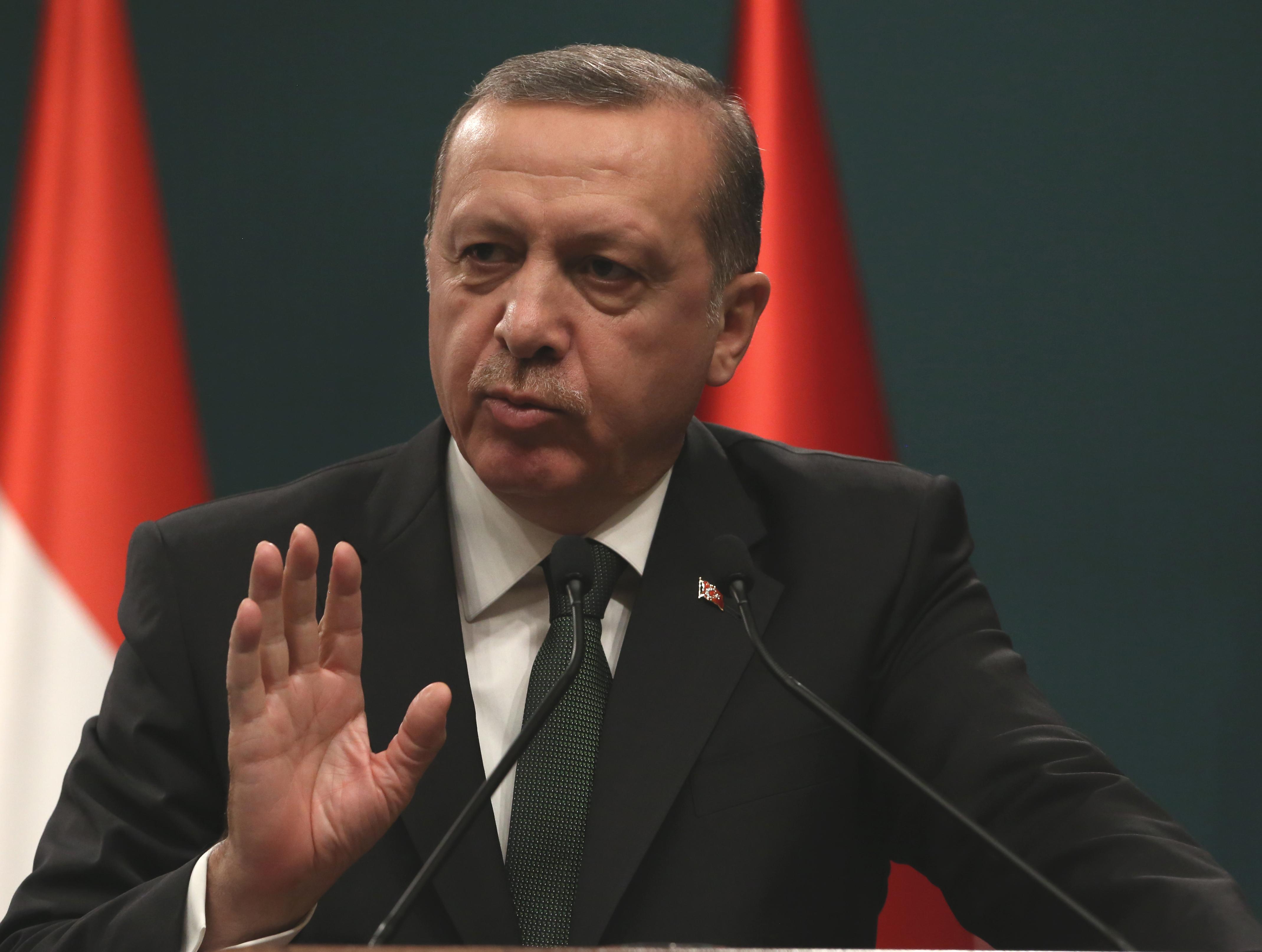 Erdogan acuză Occidentul pentru conflictele din statele islamice: `Cine sunt adevăraţii câştigători din miliardele de dolari ai armelor comandate Occidentului de către statele islamice?`
