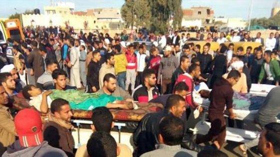Imaginea articolului Masacrul de la mosheea din regiunea Sinai. Preşedintele Egiptului promite să răzbune atacul terorist comis vineri, soldat cu peste 235 de morţi