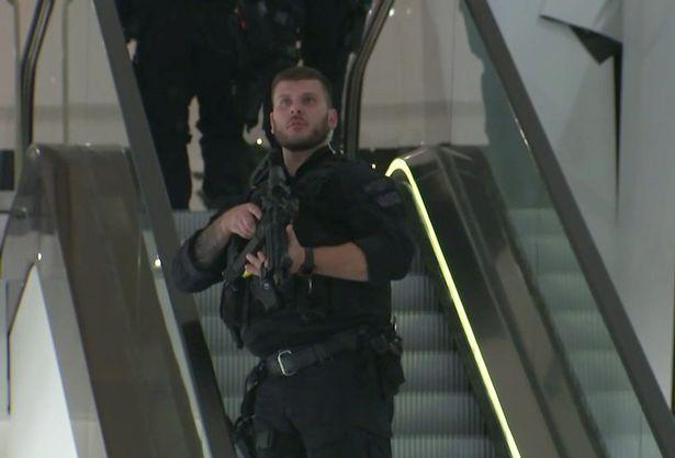 Incidentul care a creat panică la metroul din Londra s-a încheiat fără nicio acuzaţie: cei doi bărbaţi au fost eliberaţi
